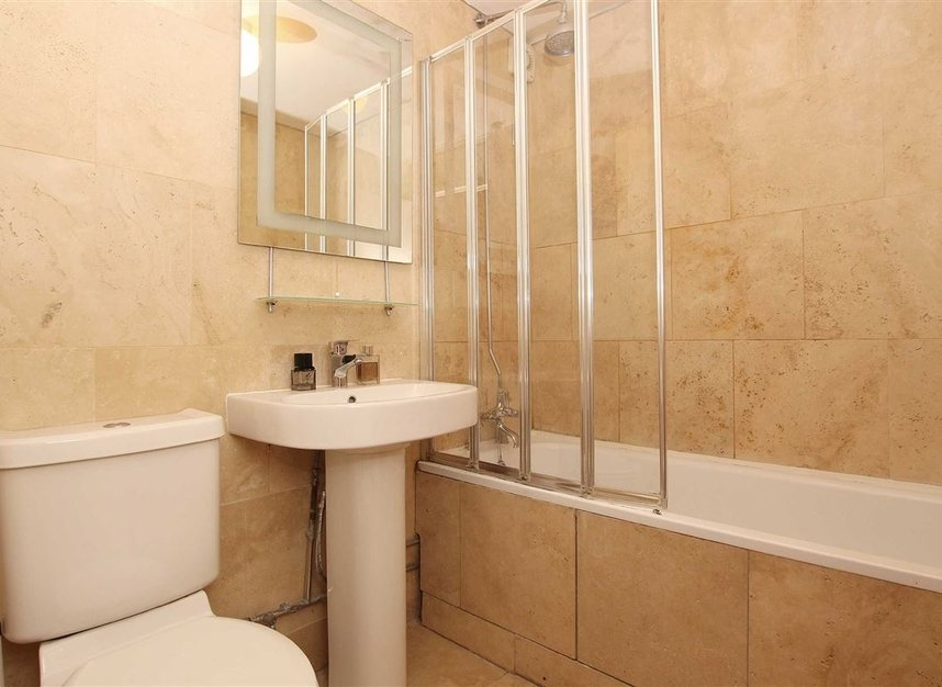 Properties to let in Chivalry Road - SW11 1HX view4
