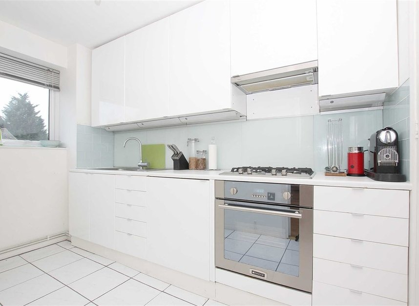 Properties to let in Chivalry Road - SW11 1HX view2