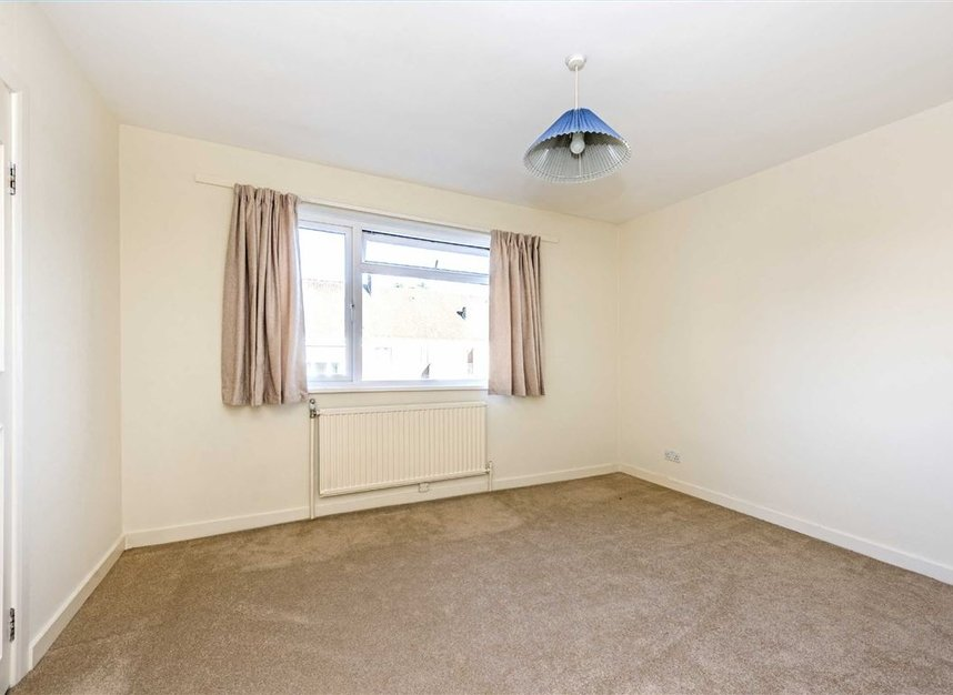 Properties to let in Courtlands - TW10 5BB view5