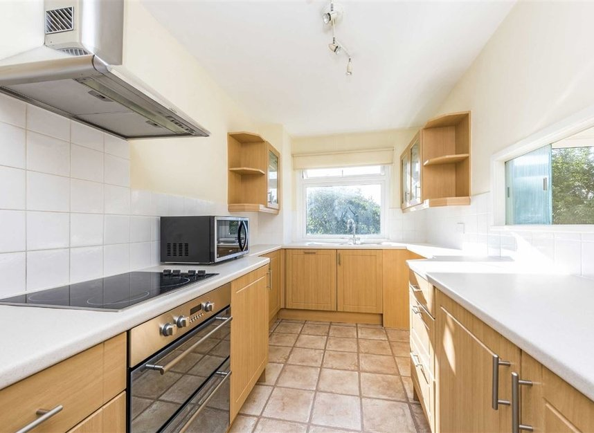 Properties to let in Courtlands - TW10 5BB view3
