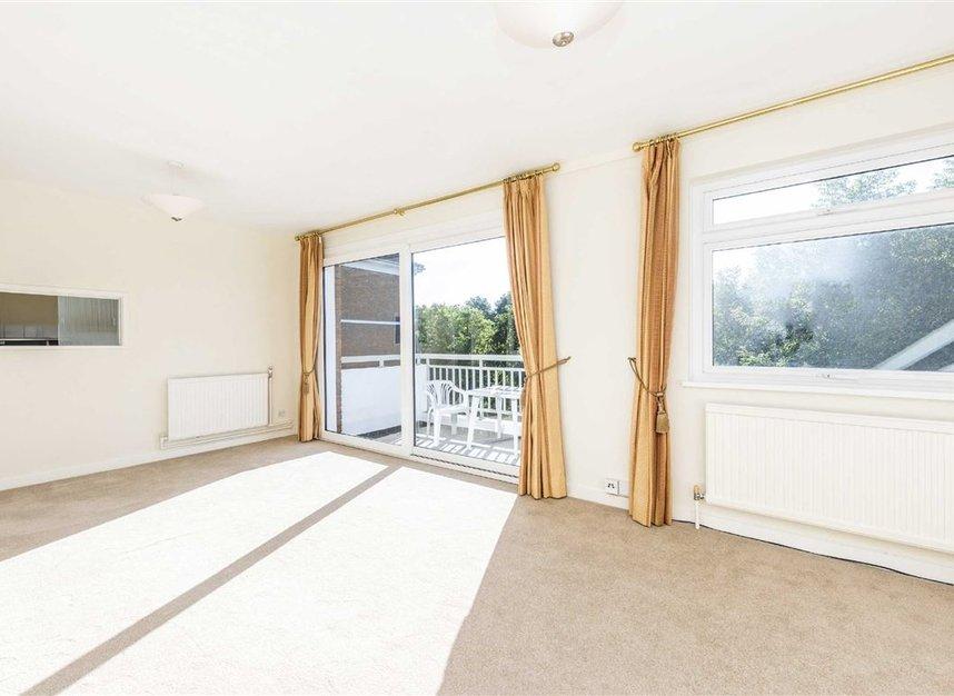 Properties to let in Courtlands - TW10 5BB view2