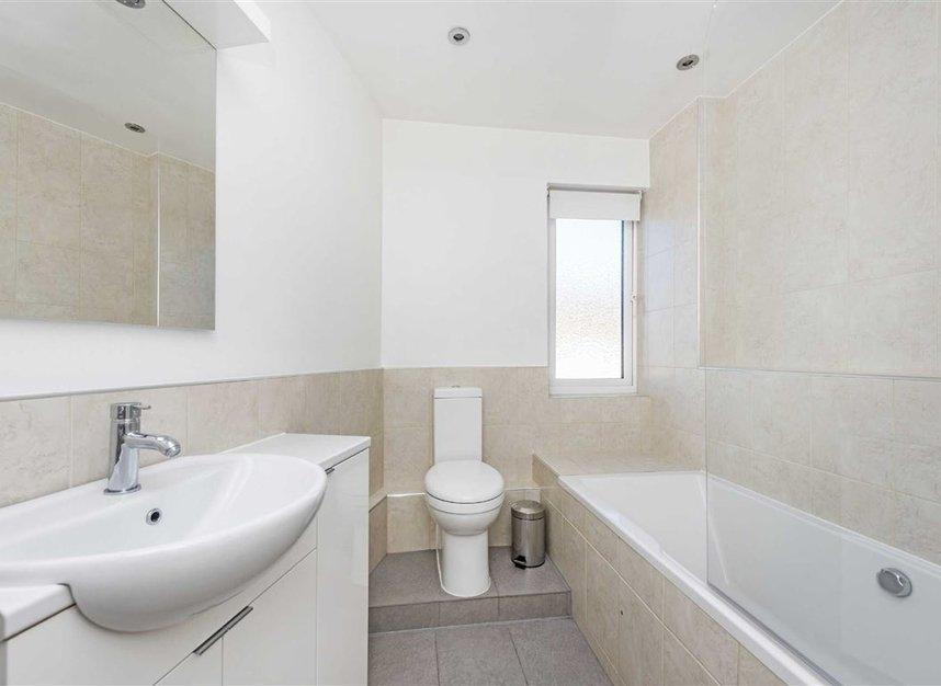Properties to let in Courtlands - TW10 5BB view6