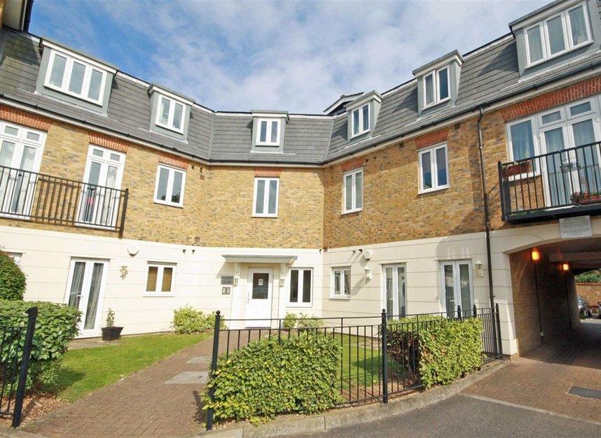 Properties to let in Elizabeth Gardens - TW7 7BD view1