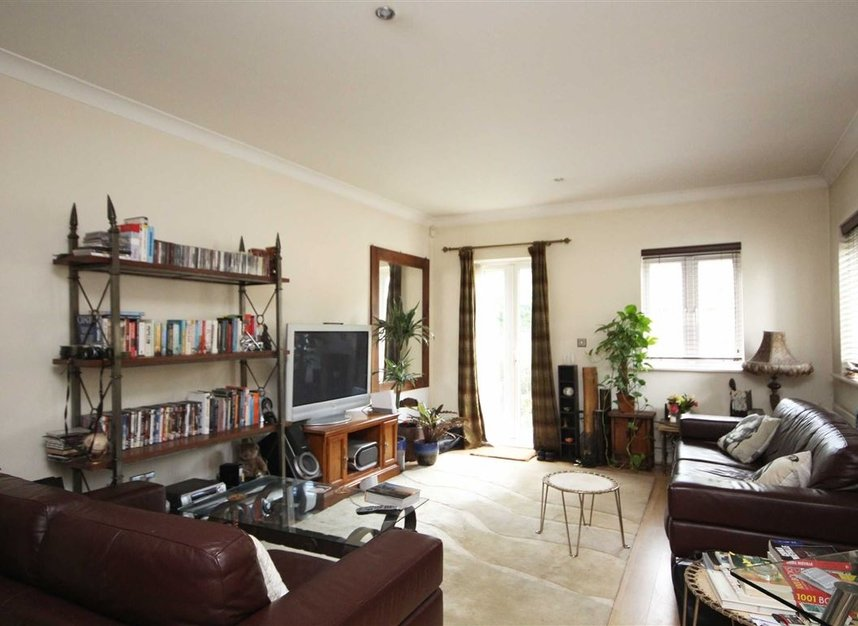 Properties to let in Elizabeth Gardens - TW7 7BD view2