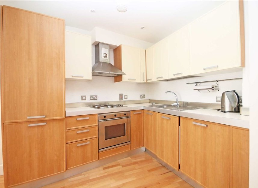 Properties to let in Fulham High Street - SW6 3JH view2