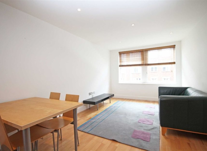 Properties to let in Fulham High Street - SW6 3JH view1