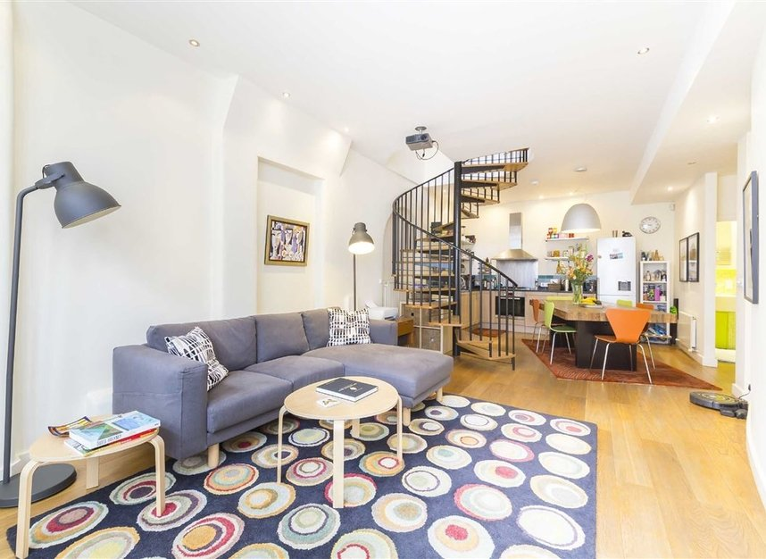 Properties to let in Holland Park Mews - W11 3SU view2
