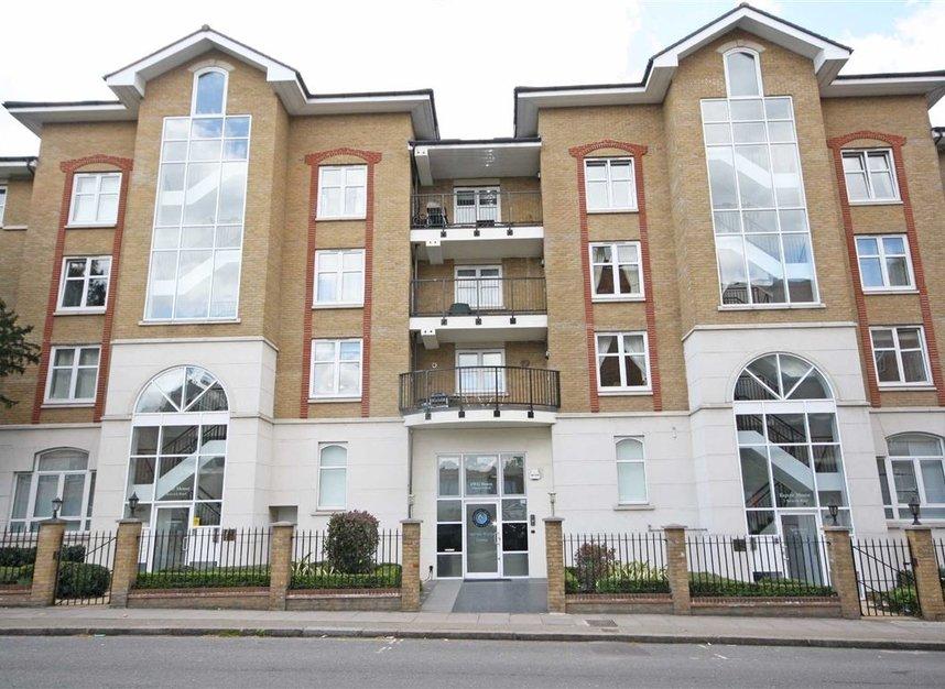 Properties to let in Keswick Road - SW15 2JL view1