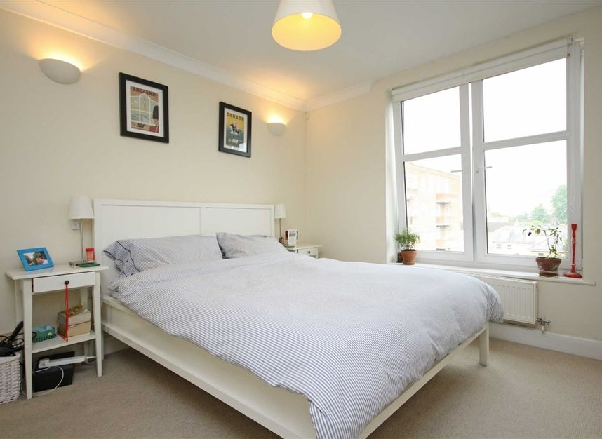 Properties to let in Keswick Road - SW15 2JL view3