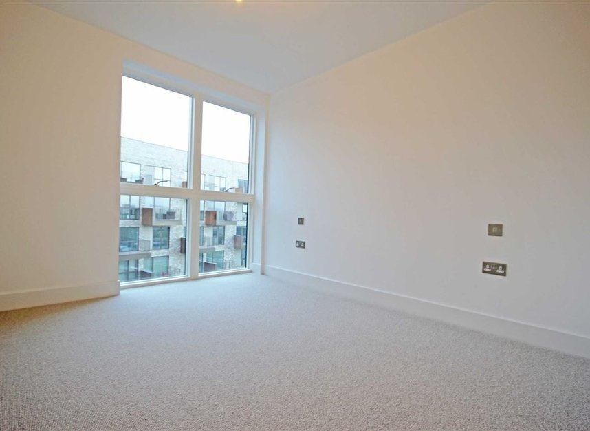 Properties to let in Lakeside Drive - NW10 7FZ view6