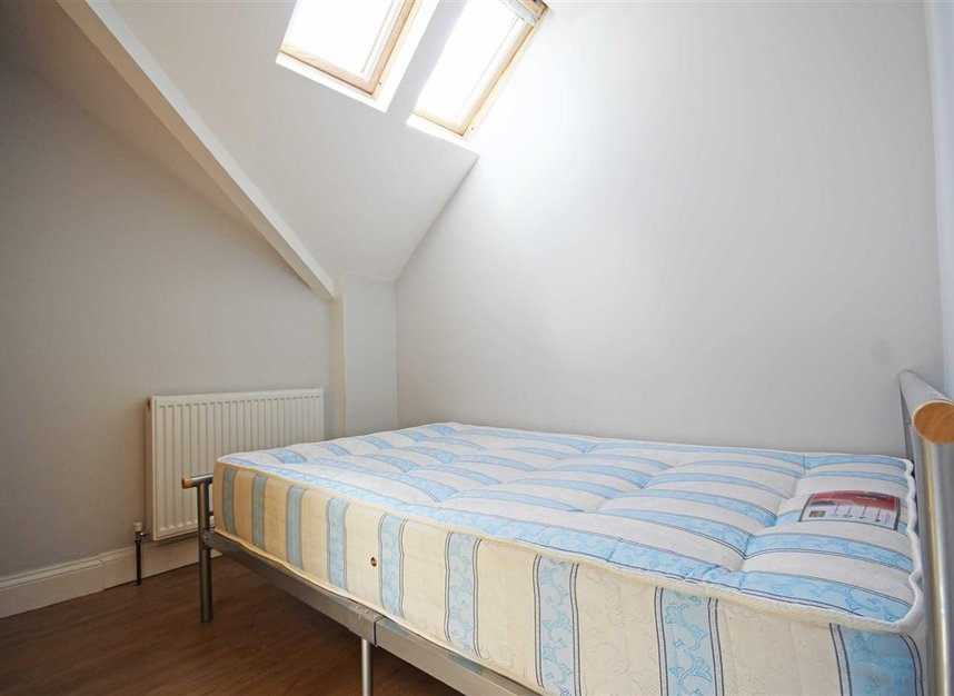 Properties to let in Longfield Road - W5 2DH view5