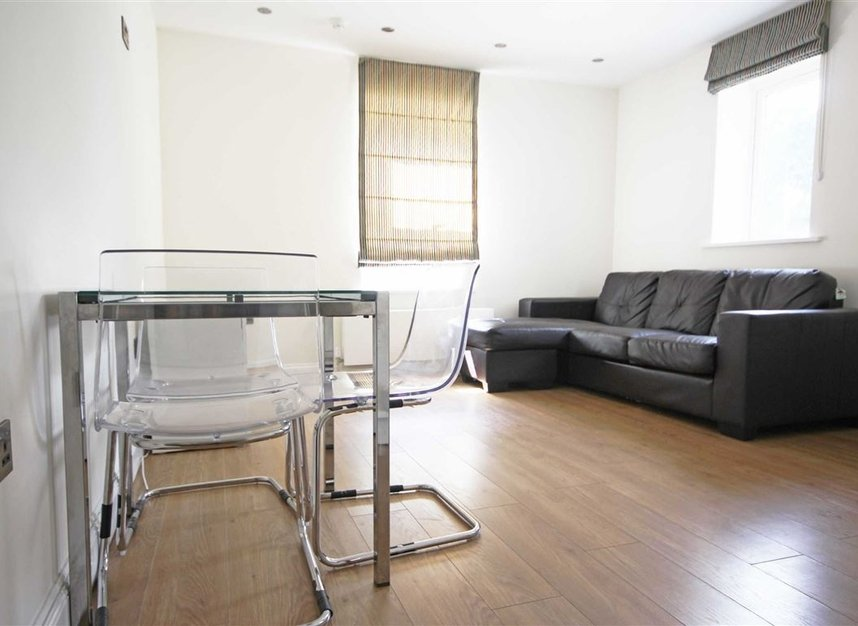Properties to let in Longfield Road - W5 2DH view2