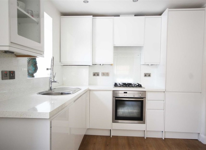 Properties to let in Longfield Road - W5 2DH view3