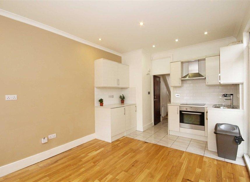 Properties to let in Mafeking Avenue - TW8 0NJ view2