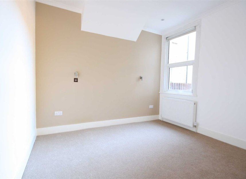 Properties to let in Mafeking Avenue - TW8 0NJ view3