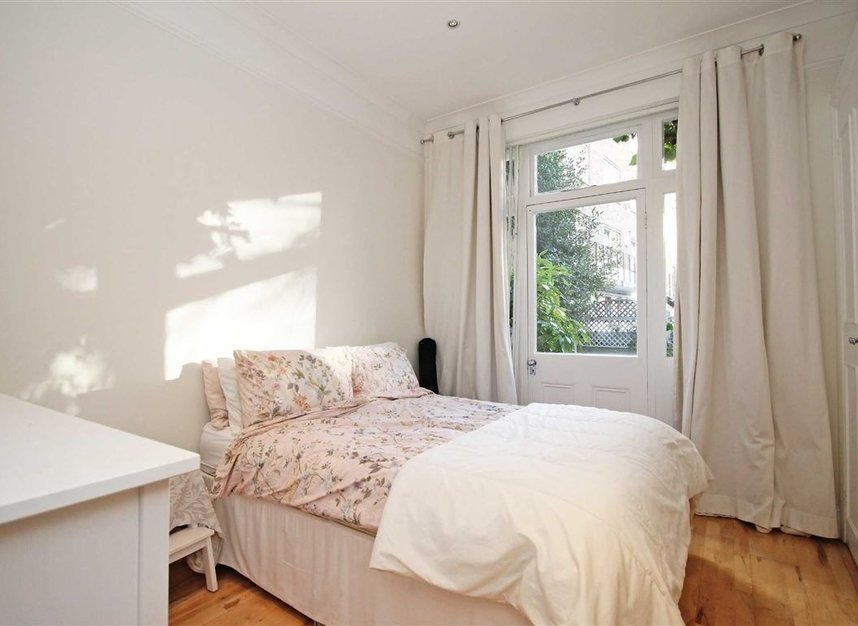 Properties to let in Nevern Square - SW5 9NN view5