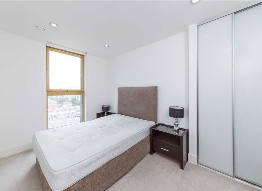 Properties to let in Province Square - E14 9DW view5