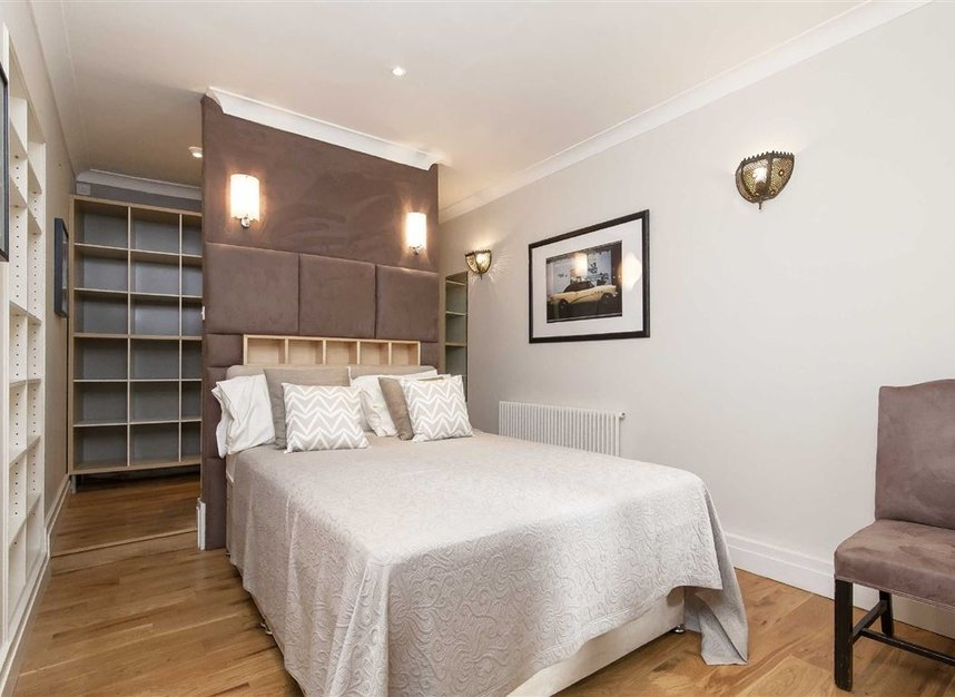 Properties to let in Queen's Gate Mews - SW7 5QN view6