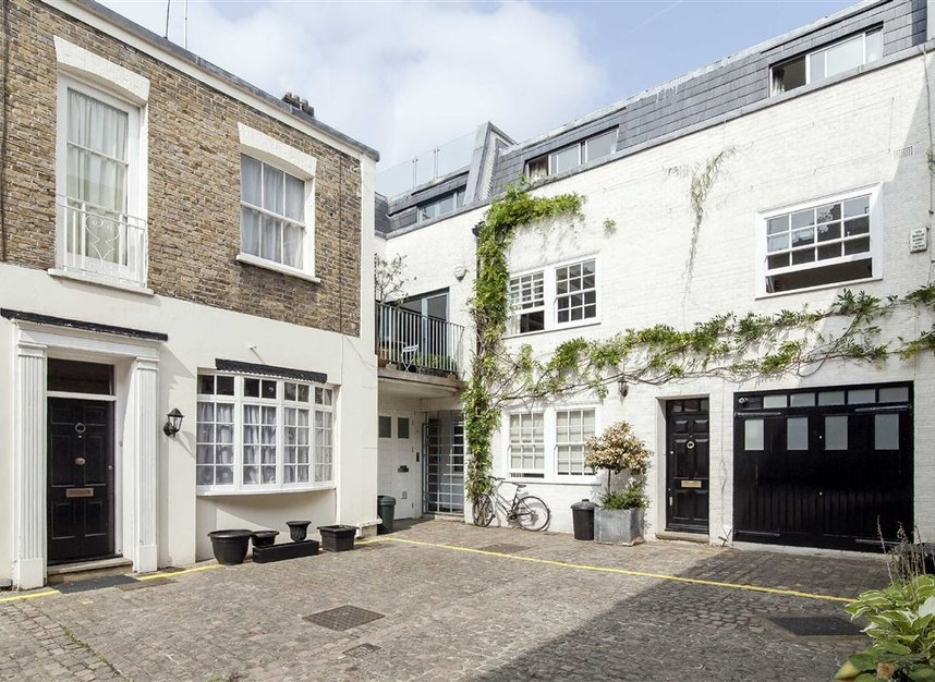 Properties to let in Queen's Gate Mews - SW7 5QN view1