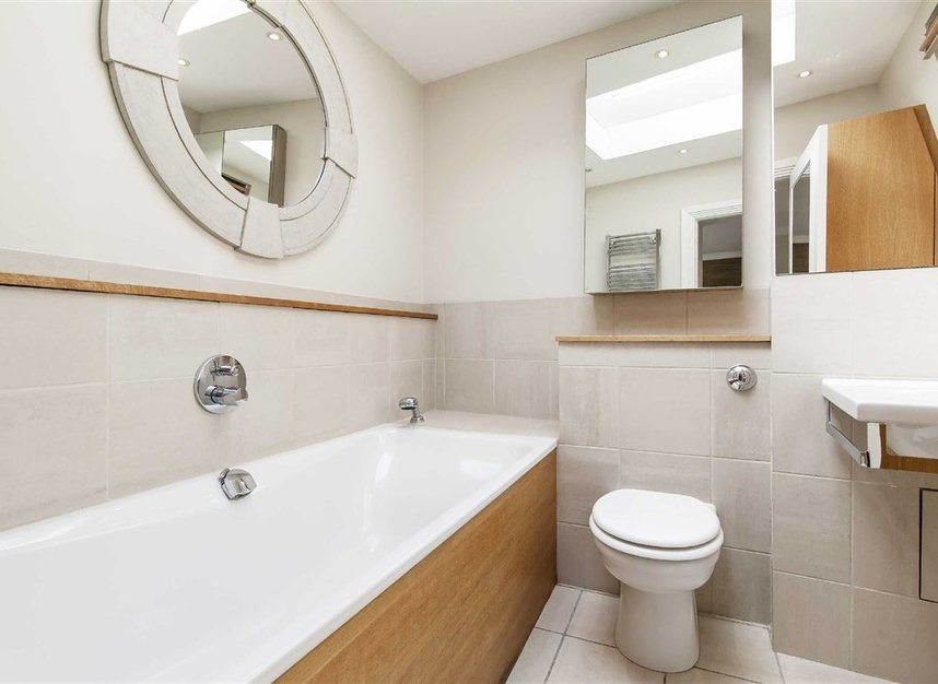 Properties to let in Queen's Gate Mews - SW7 5QN view11