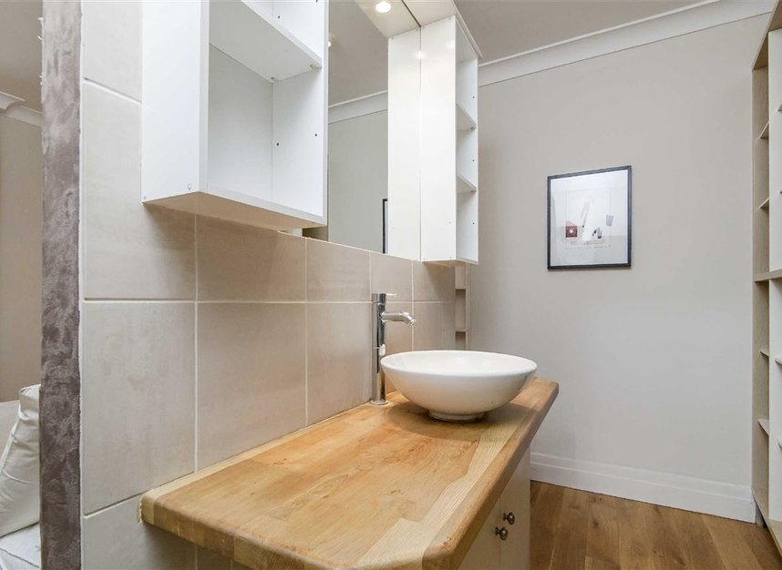 Properties to let in Queen's Gate Mews - SW7 5QN view8