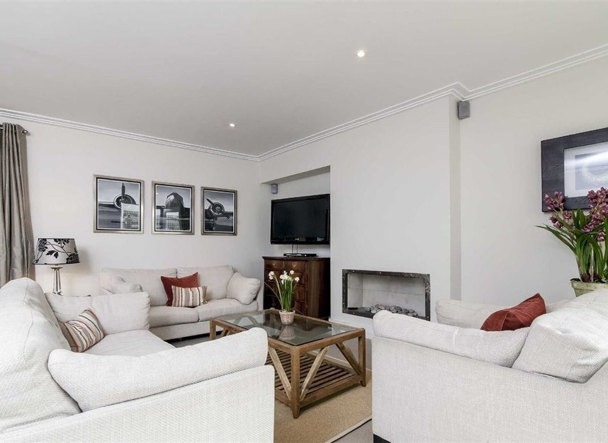 Properties to let in Queen's Gate Mews - SW7 5QN view2