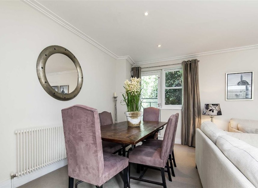 Properties to let in Queen's Gate Mews - SW7 5QN view4