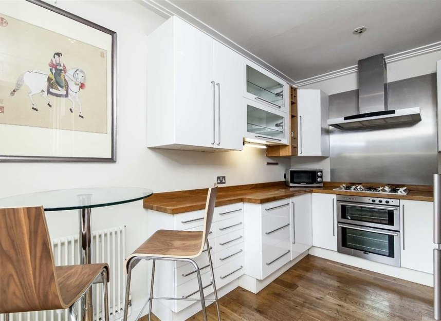 Properties to let in Queen's Gate Mews - SW7 5QN view3