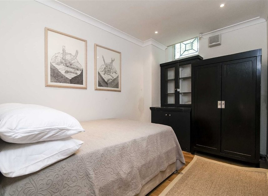 Properties to let in Queen's Gate Mews - SW7 5QN view10