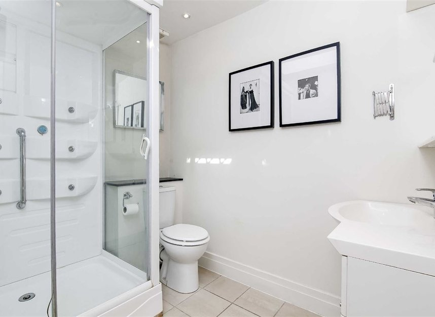 Properties to let in Queen's Gate Mews - SW7 5QN view12