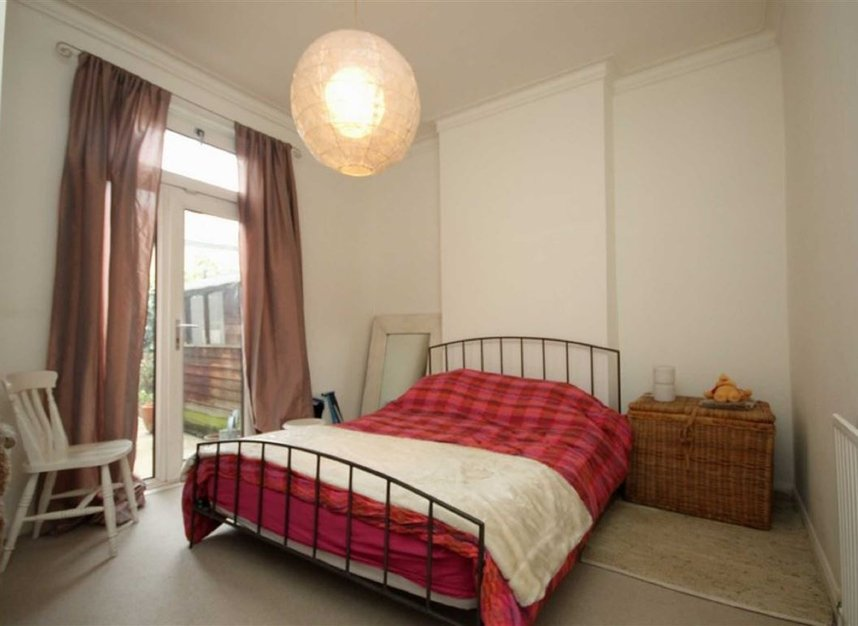Properties to let in Queens Road - TW11 0LX view4