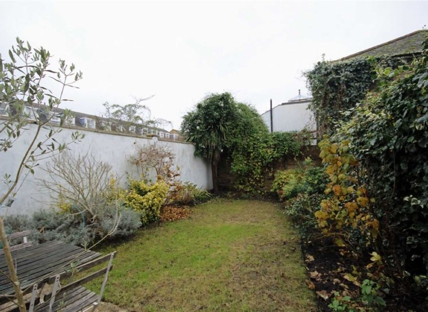 Properties to let in Queens Road - TW11 0LX view6