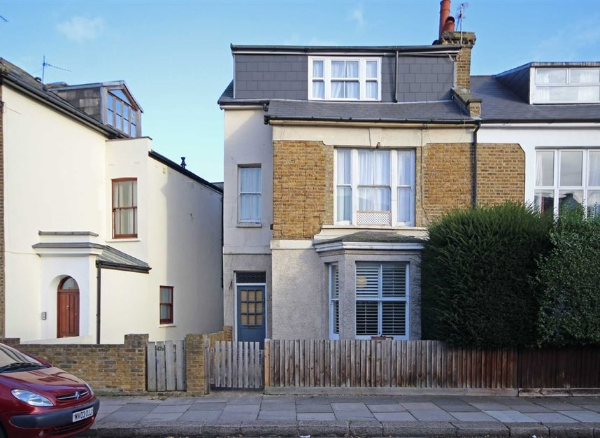 Properties to let in Queens Road - TW11 0LX view1