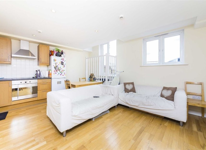 Properties to let in Rush Hill Mews - SW11 5NB view1