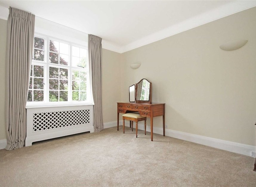 Properties to let in South Edwardes Square - W8 6HN view5