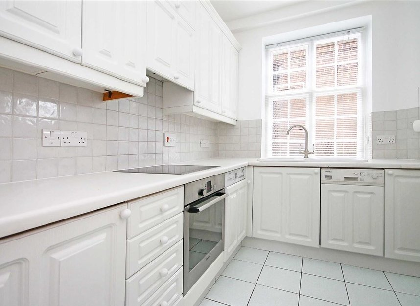 Properties to let in South Edwardes Square - W8 6HN view4