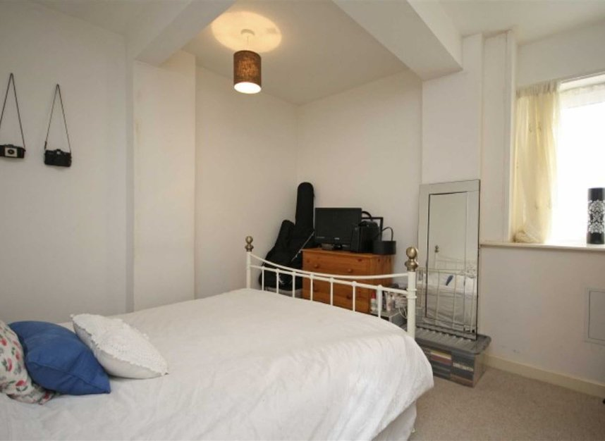 Properties to let in Springfield Road - KT1 2SB view4