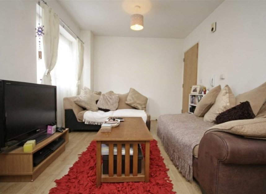 Properties to let in Springfield Road - KT1 2SB view2
