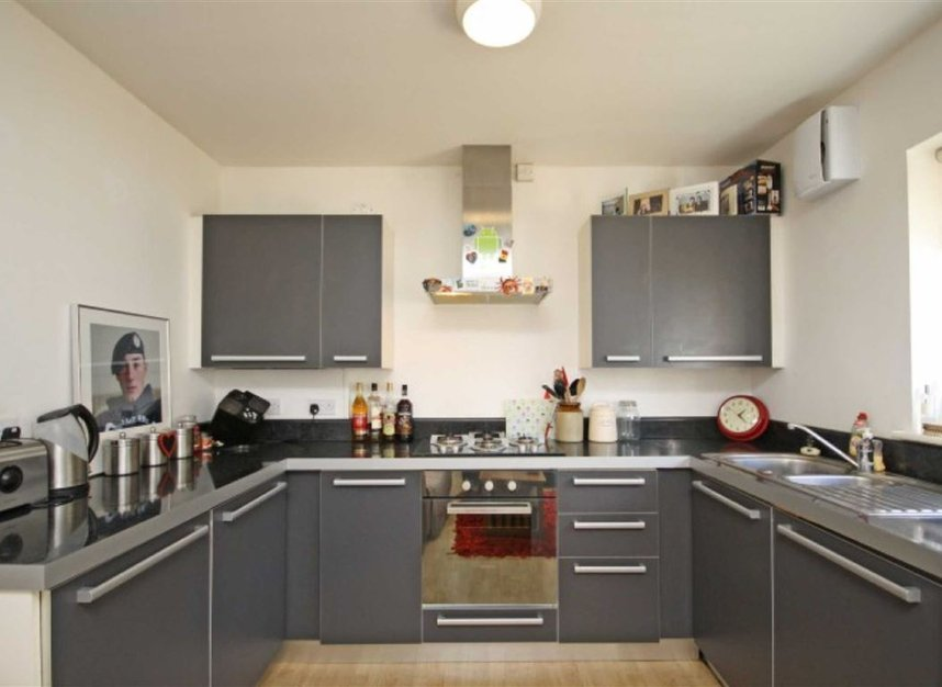 Properties to let in Springfield Road - KT1 2SB view3