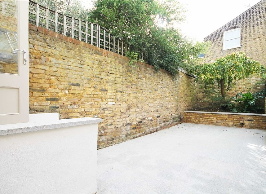 Properties to let in St. Maur Road - SW6 4DR view4