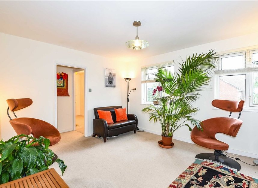 Properties to let in Temple Road - TW9 2ED view2