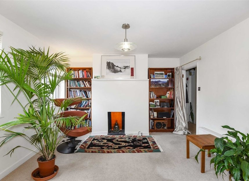 Properties to let in Temple Road - TW9 2ED view5