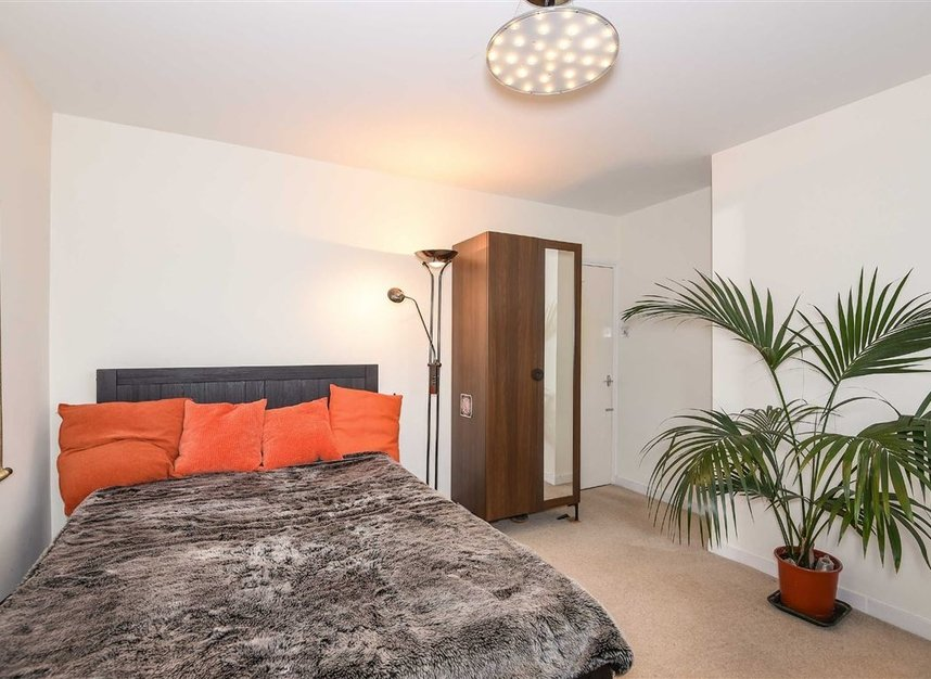 Properties to let in Temple Road - TW9 2ED view6