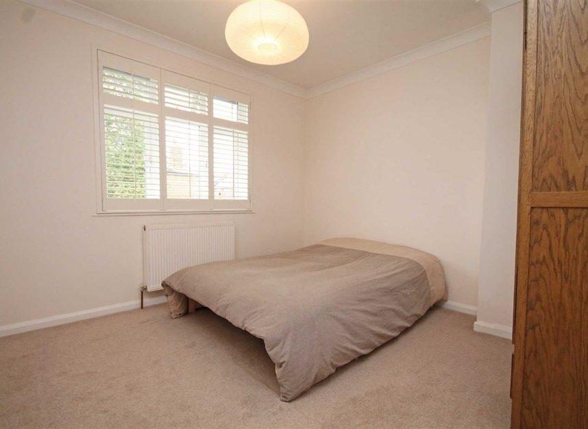 Properties to let in Thornhill Road - KT6 7TH view6