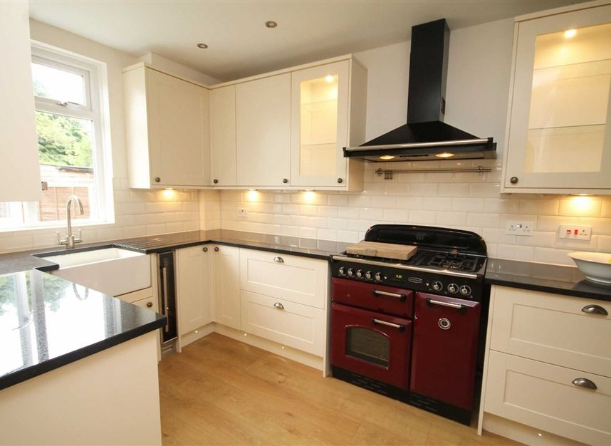 Properties to let in Thornhill Road - KT6 7TH view3