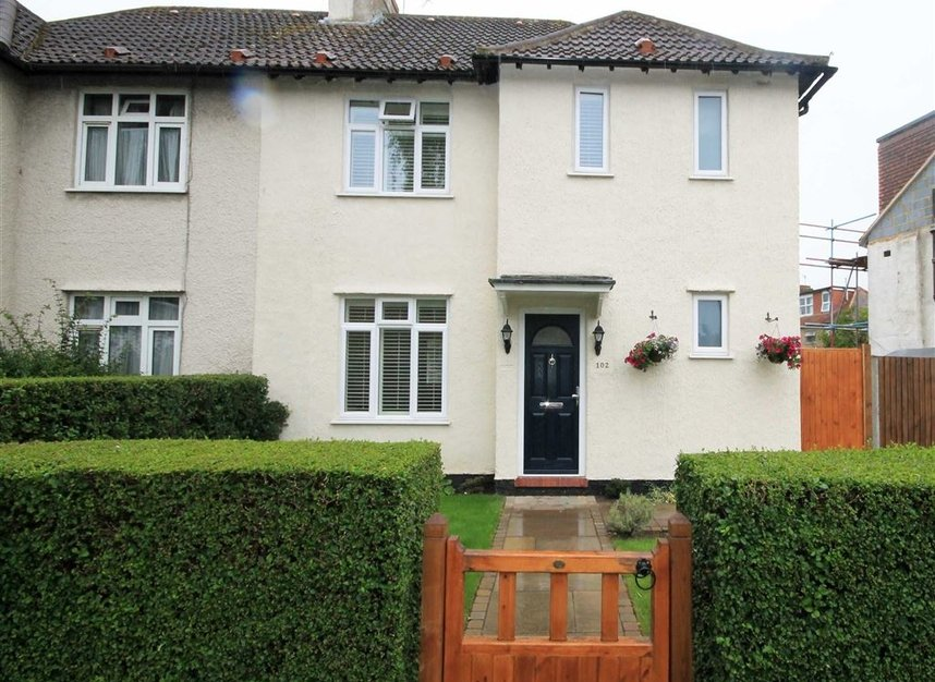 Properties to let in Thornhill Road - KT6 7TH view1