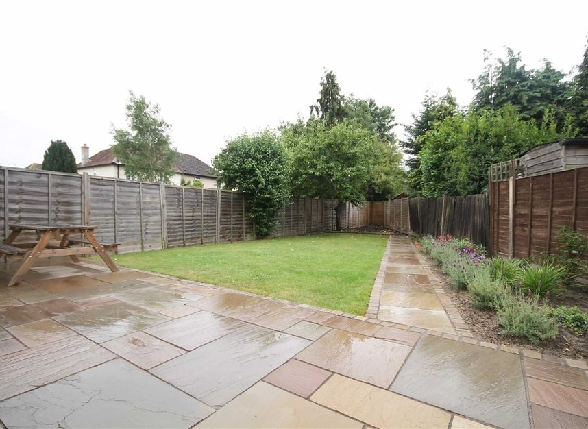 Properties to let in Thornhill Road - KT6 7TH view4