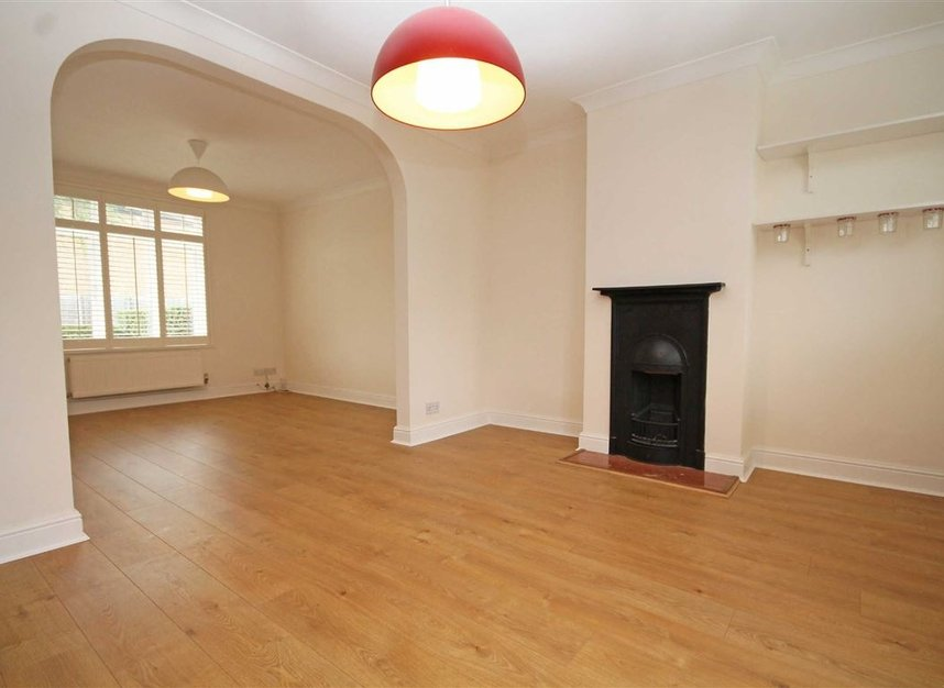 Properties to let in Thornhill Road - KT6 7TH view8