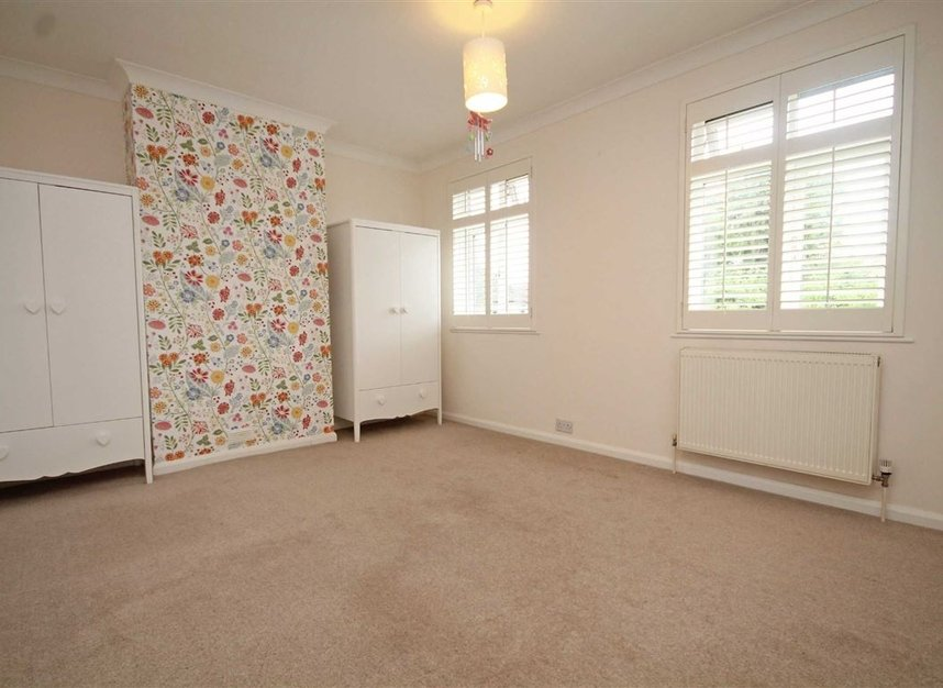 Properties to let in Thornhill Road - KT6 7TH view5