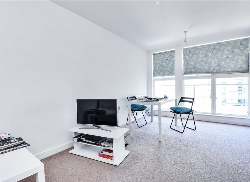 Properties to let in Violet Road - E3 3FW view2